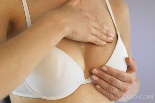 Người Bị Ngực Chảy Xệ Sau Sinh